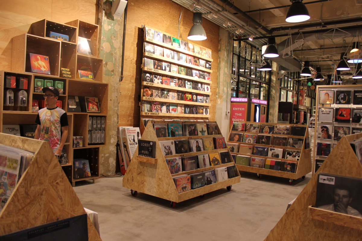 urban-outfitters-officialy-biggest-seller-vinyl-records