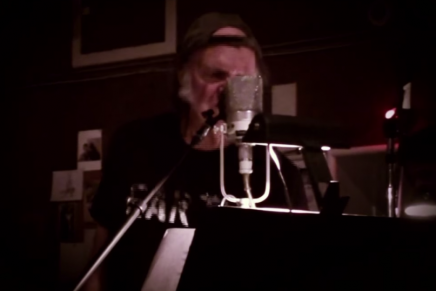 Neil Young: il video di 'Who's Gonna Stand Up'