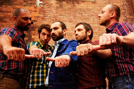 "Guarda il nuovo video dei Giuda, ""Roll The Balls"""
