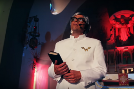 "Weezer: ecco il video ufficiale di ""Thank God For Girls"""