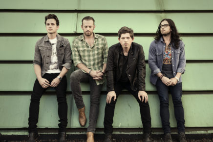 """""""Waste a moment"""" con i Kings of Leon"""